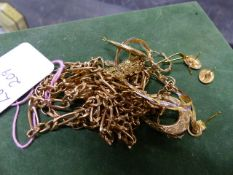 A QUANTITY OF 9ct GOLD JEWELLERY TO INCLUDE CREOLE EARRINGS, A BELCHER CHAIN, A FIGARO CHAIN,