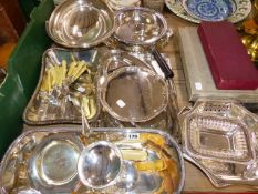 A QTY OF SILVER PLATED WARES AND CUTLERY.