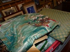 A COLLECTION OF VARIOUS TEXTILES TO INCLUDE HUNT PRINT TABLE LINENS.