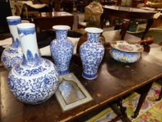 TWO PAIRS OF ORIENTAL BLUE AND WHITE VASES TOGETHER WITH A COPPER COACHING HORN, A STRIKING MANTLE