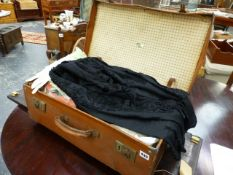 A VINTAGE SUITCASE, LADIES CLOTHING AND OTHER TEXTILES.