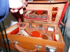 AN ART DECO FITTED DRESSING CASE.