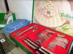 A QTY OF CUTLERY AND PLATEDWARES.