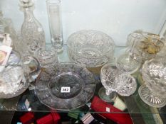 A QTY OF GLASSWARES.