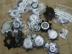 A COLLECTION OF VINTAGE AND LATER CONSTABULARY HELMET BADGES.