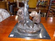 A BRONZE FIGURE, TWO GUN DOGS ON MARBLE BASE.