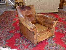 AN ART DECO LEATHER UPHOLSTERED CLUB ARMCHAIR.