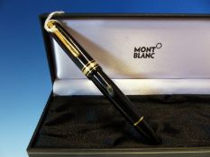A MONT BLANC MEISTERSTUCK FOUNTAIN PEN WITH A 14K GOLD NIB, COMPLETE WITH CASE.