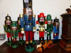 A COLLECTION OF VINTAGE STYLE SOLDIER FIGURES.