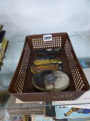 A SCOTTISH HORN SNUFF BOX AND FOUR ANTIQUE POCKET KNIVES.
