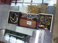 A QTY OF SILVER AND COSTUME JEWELLERY, ETC.