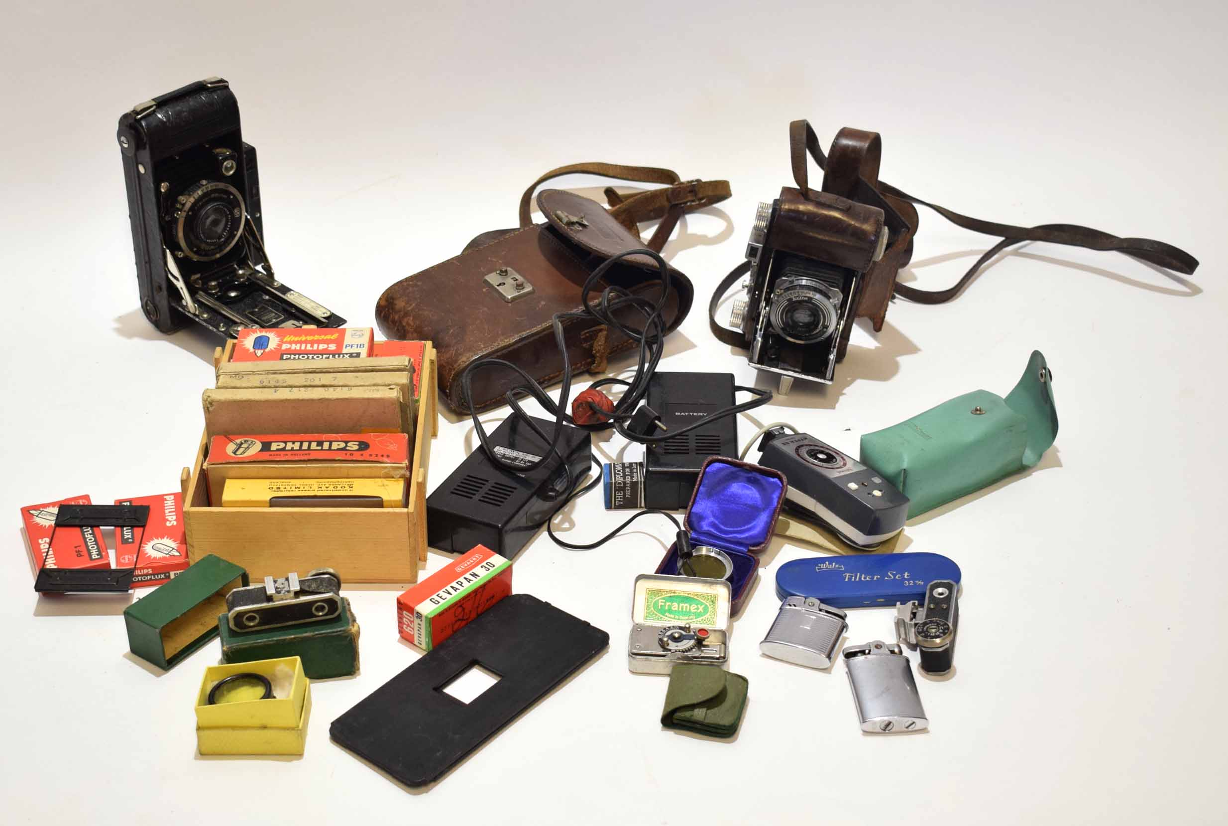 Lot 341 - Mixed Lot: cameras and various accessories including Welti and Ensign folding cameras, together with