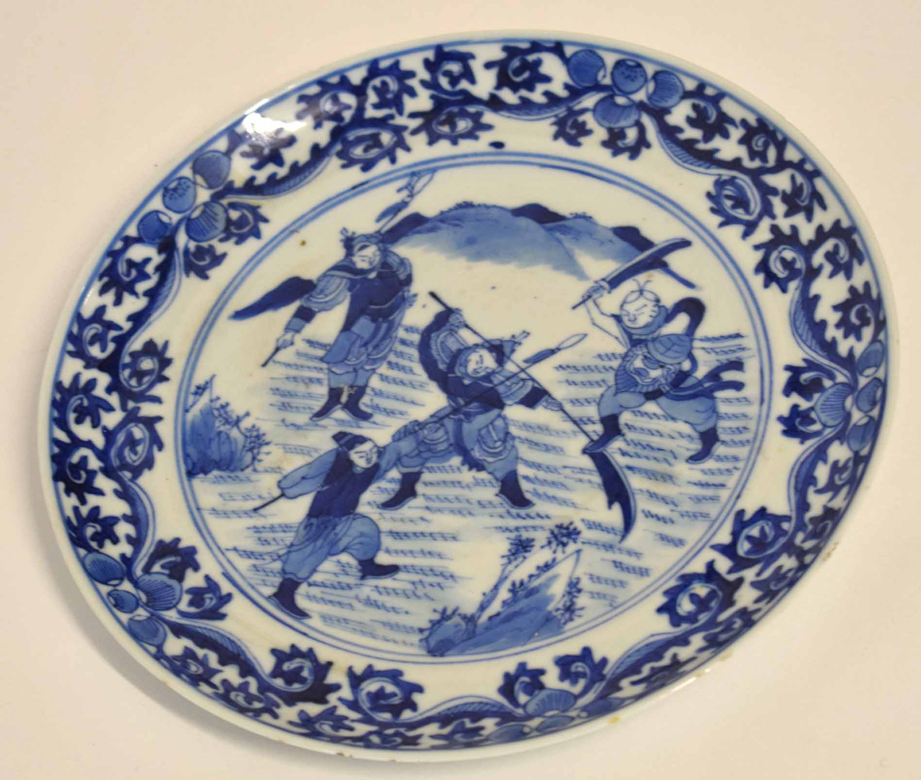 Lot 44 - Chinese blue and white dish, the centre decorated with Chinese warriors, 20cm diam