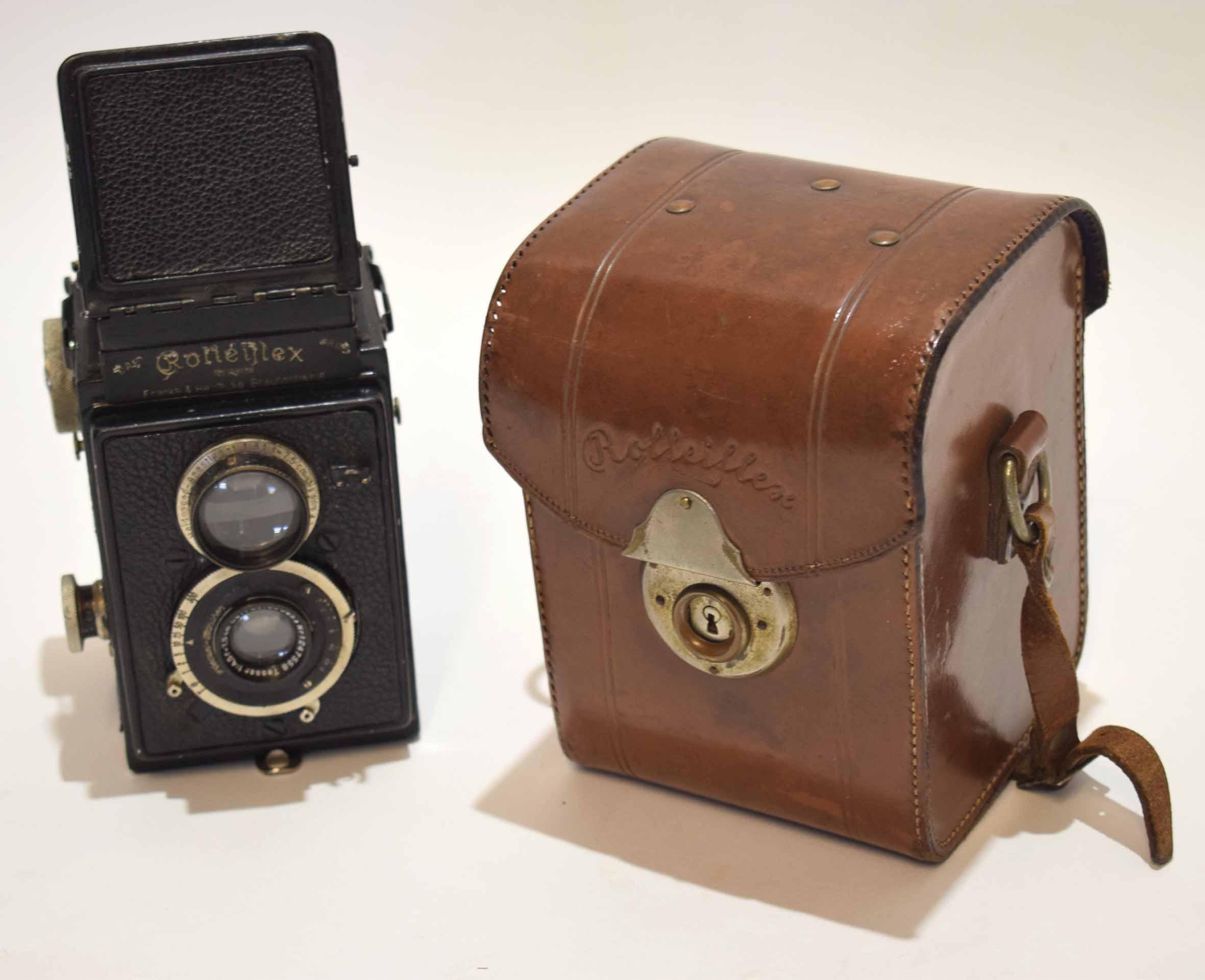Lot 340 - Mid-20th century Rolleiflex camera, No 104178, Franke & Heidecke, Braunschweig, height 13cm in its