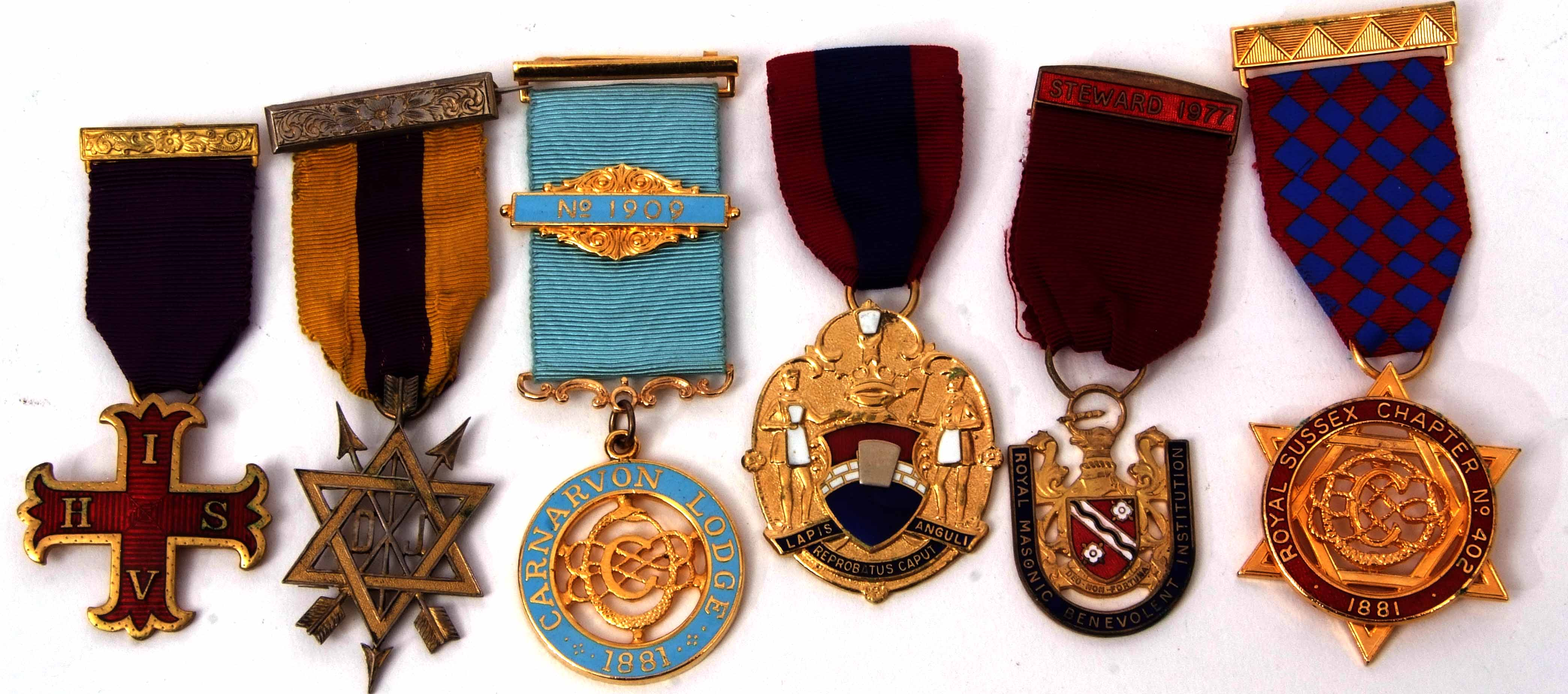 Lot 585 - Mixed Lot: six various base metal Masonic jewels including Order of the Secret Monitor, Caernarvon