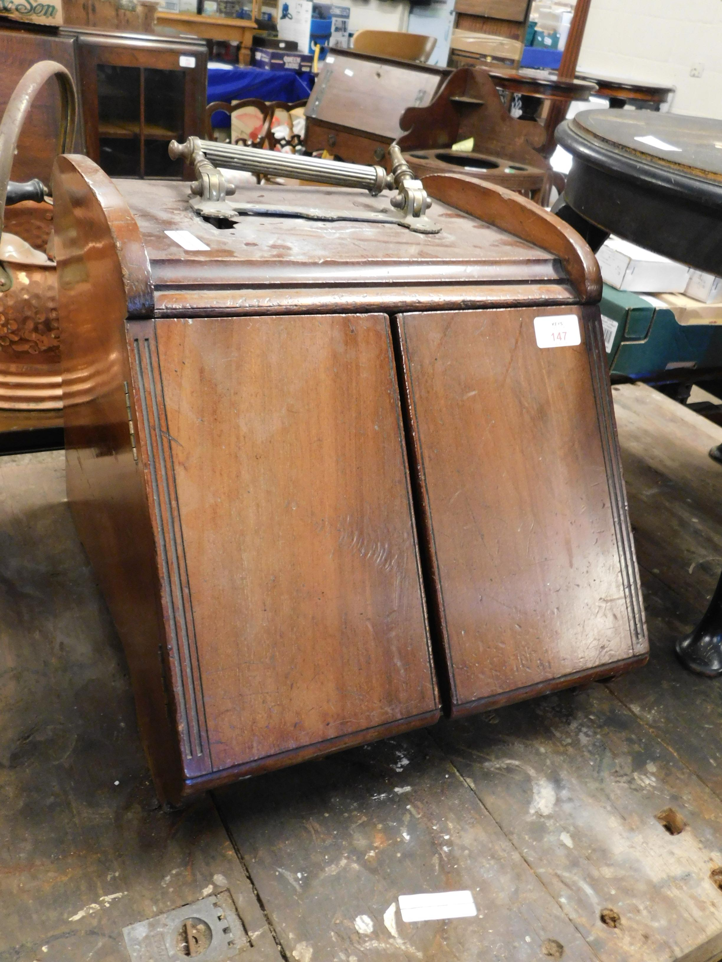 Lot 147 - EDWARDIAN MAHOGANY COAL BOX WITH BRASS TOP HANDLE AND OPENING FRONT (A/F)
