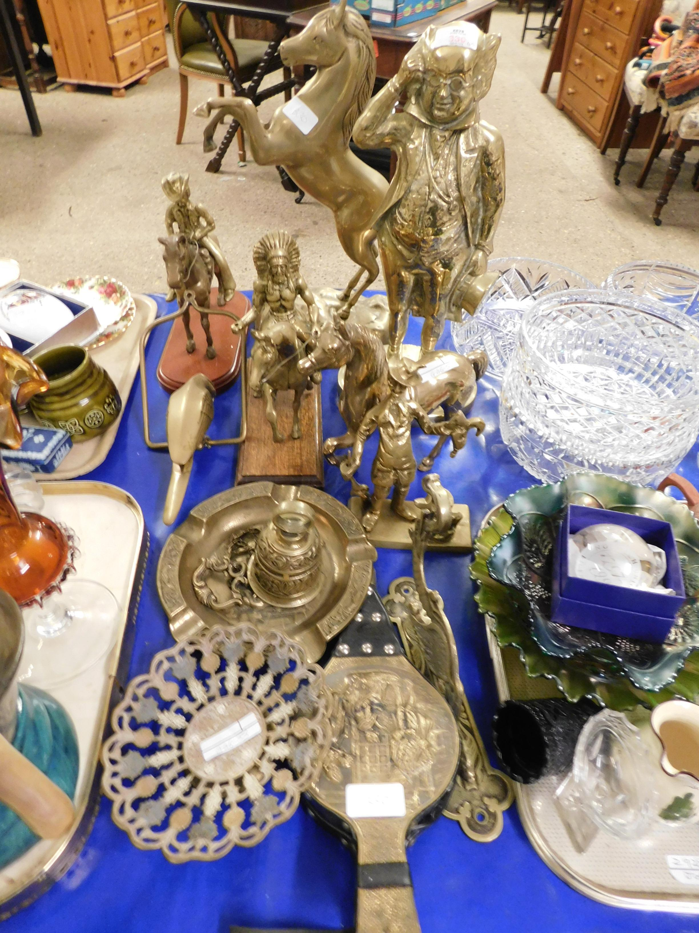 Lot 330 - MIXED LOT OF BRASS WARES TO INCLUDE A DICKENS FIGURE DOOR STOP, A REARING HORSE, SMALL BELLOWS ETC