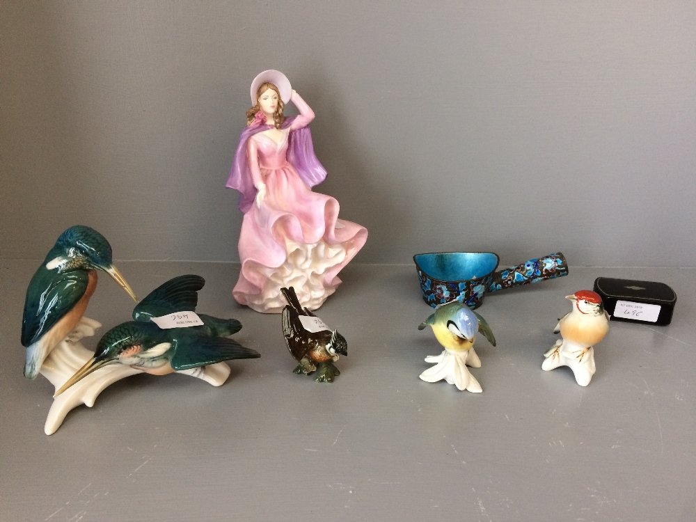 Lot 111 - Small collection of porcelain birds etc