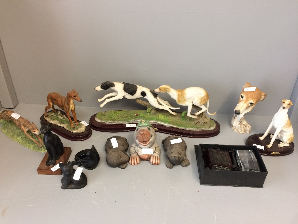 Lot 13 - General Clearance Lots: dog figurines (1 with damaged tail)