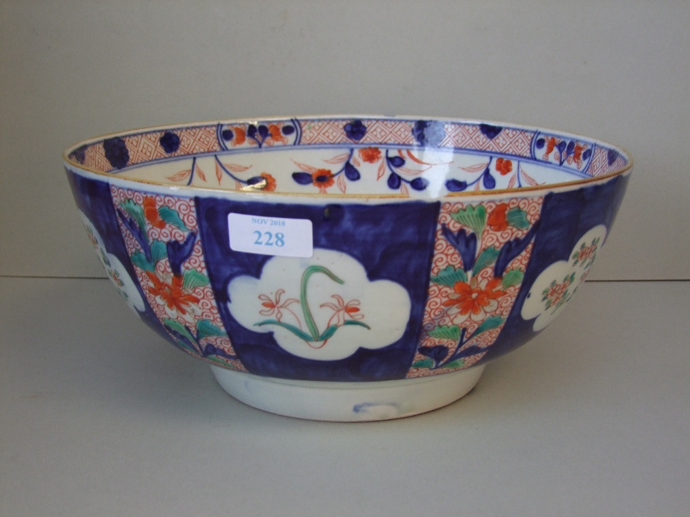 Lot 117 - Imari decorated Chinese bowl 30cm D (chip to rim & base)