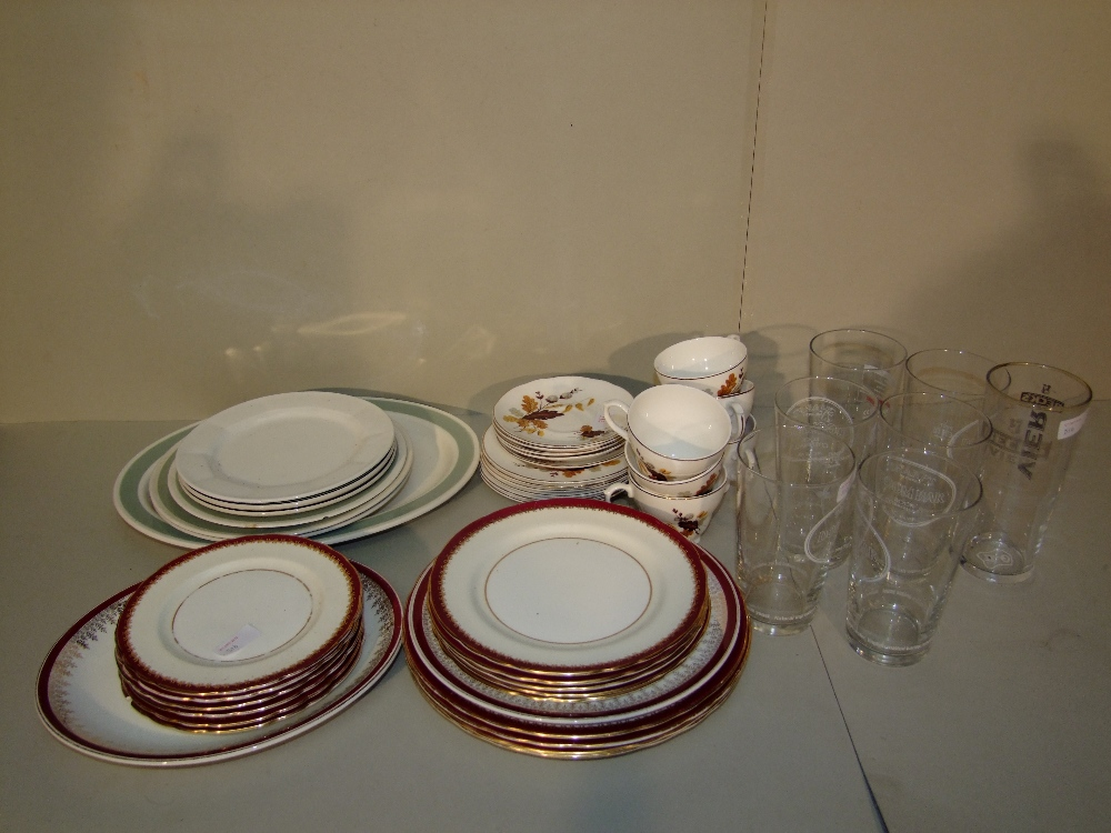 Lot 17 - General Clearance Lots: Selection of Ansley, Crown, Clovelly china & 7 pint glasses
