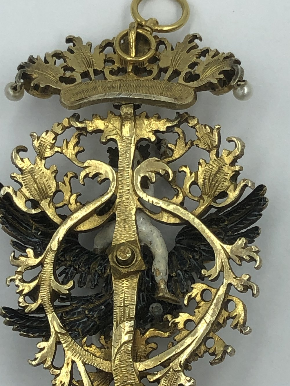 Lot 29 - NO ONLINE BIDDING LOTS 1-30. Late C17/18th (early) pendant with enamel figure of Zeus