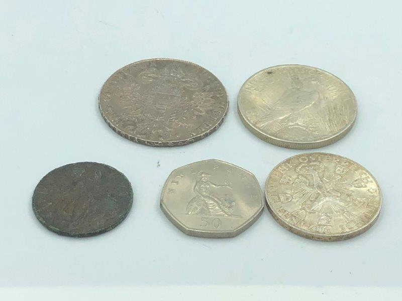 Lot 12 - NO ONLINE BIDDING LOTS 1-30.Collection of coinage to include a 1922 liberty dollar