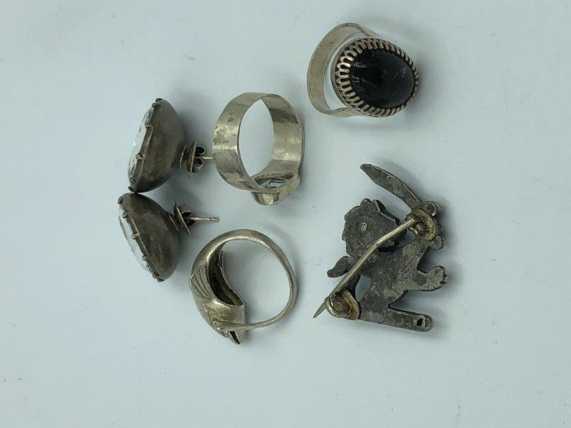 Lot 11 - NO ONLINE BIDDING LOTS 1-30. Collection of silver & white metal jewellery items