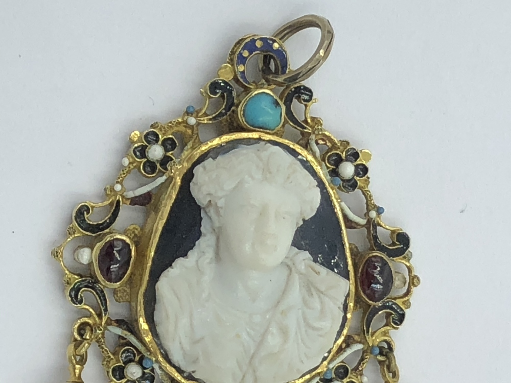 Lot 24 - NO ONLINE BIDDING LOTS 1-30. C18th reversable pendant, central carved agate in a pierced