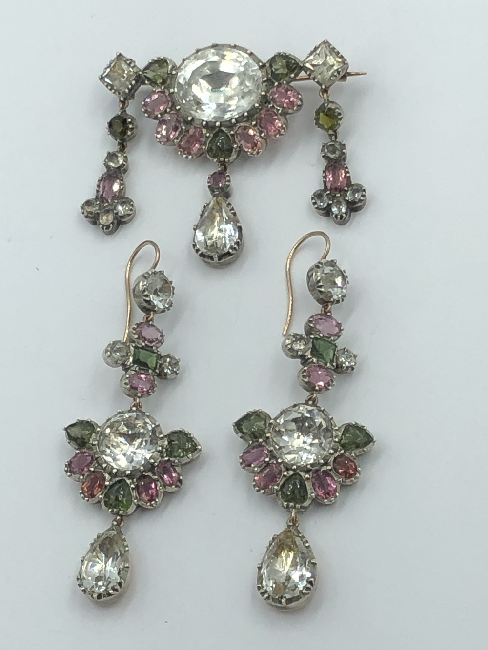 Lot 22 - NO ONLINE BIDDING LOTS 1-30. Early C19th brooch & earring suite, set throughout with quartz