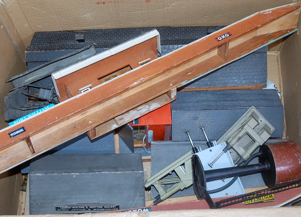 Lot 429 - Large box of wooden accessories, including B/L single road engine shed with tinplate signs,