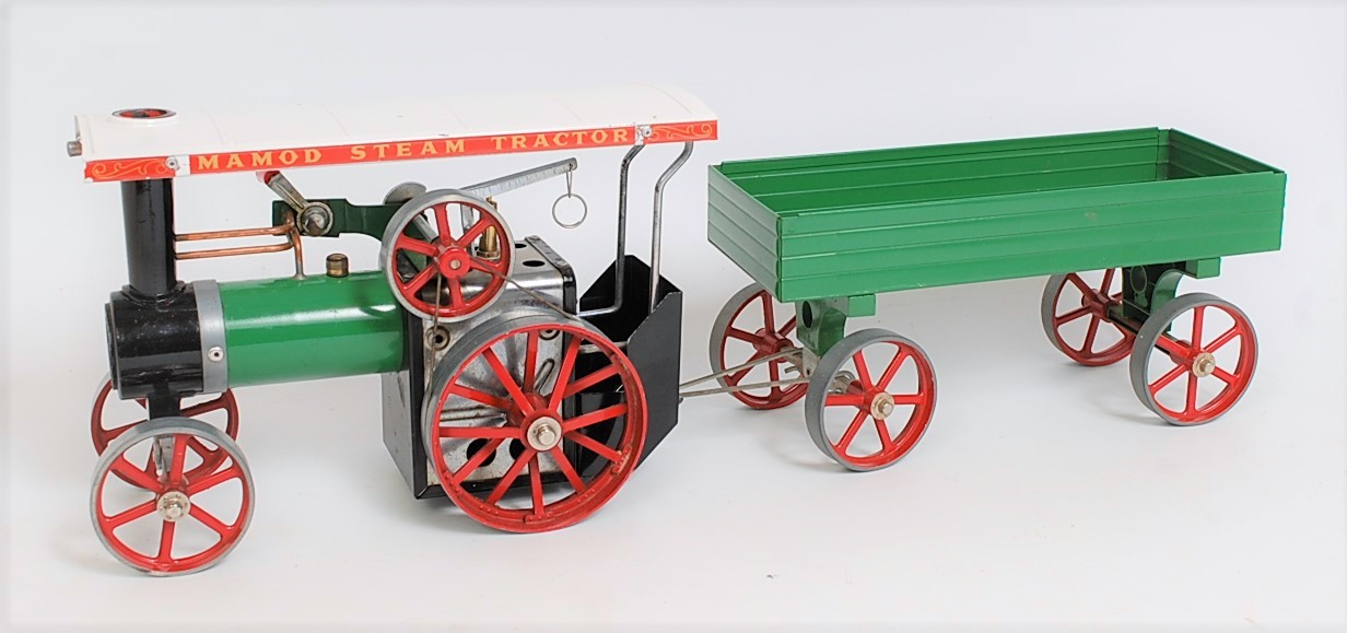Lot 37 - A Mamod TE1A steam traction engine comprising green and red body fitted with original scuttle and