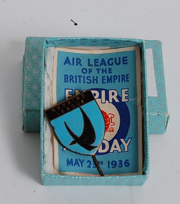 Lot 3187 - An early 20th century Skybird League pin badge together with an Air League of the British Empire Air