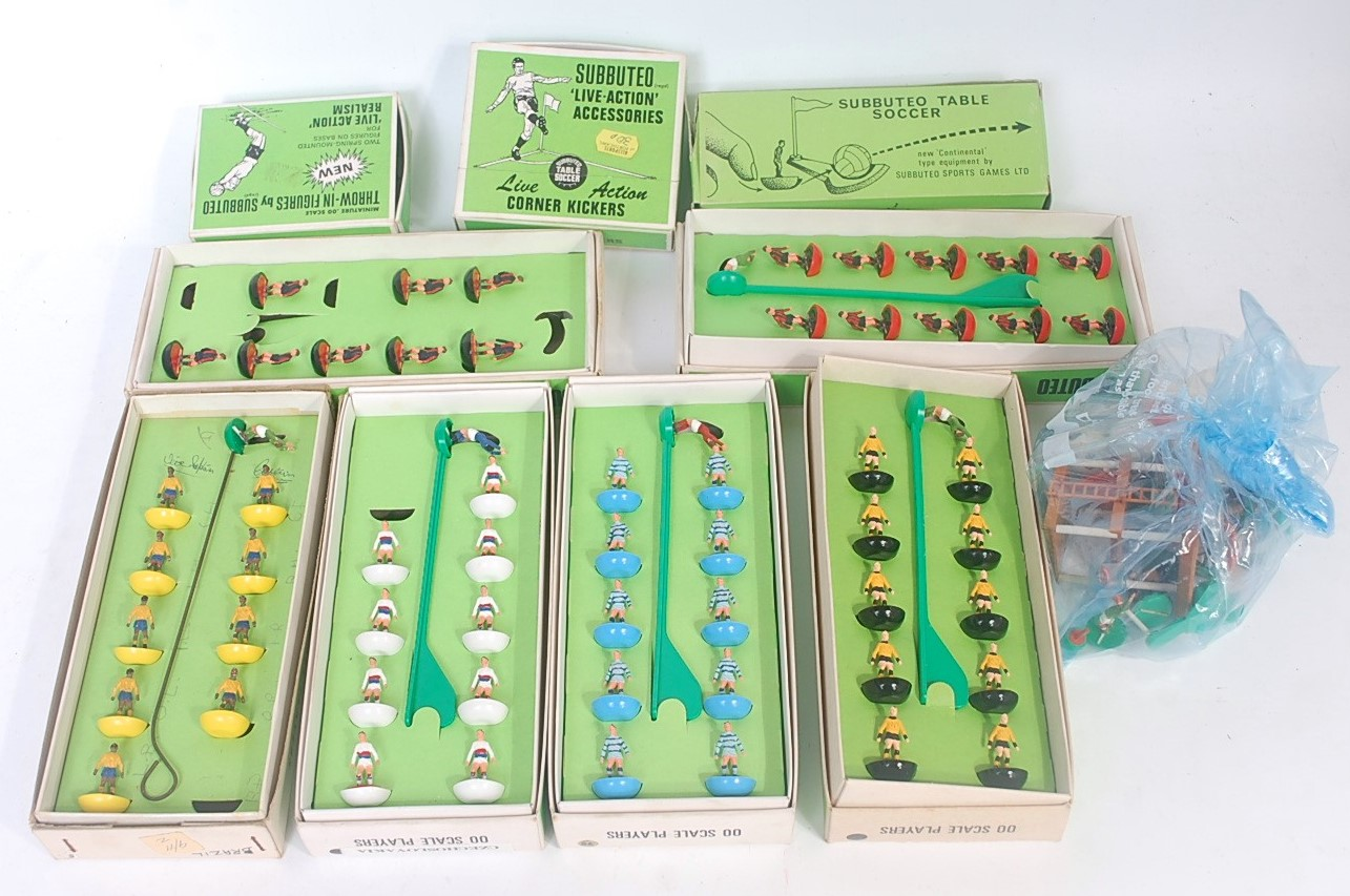 Lot 3178 - Subbuteo: 6x 1970s heavyweight teams to include No. 75 (Forfar Athletic, numbered box), No. 6 (