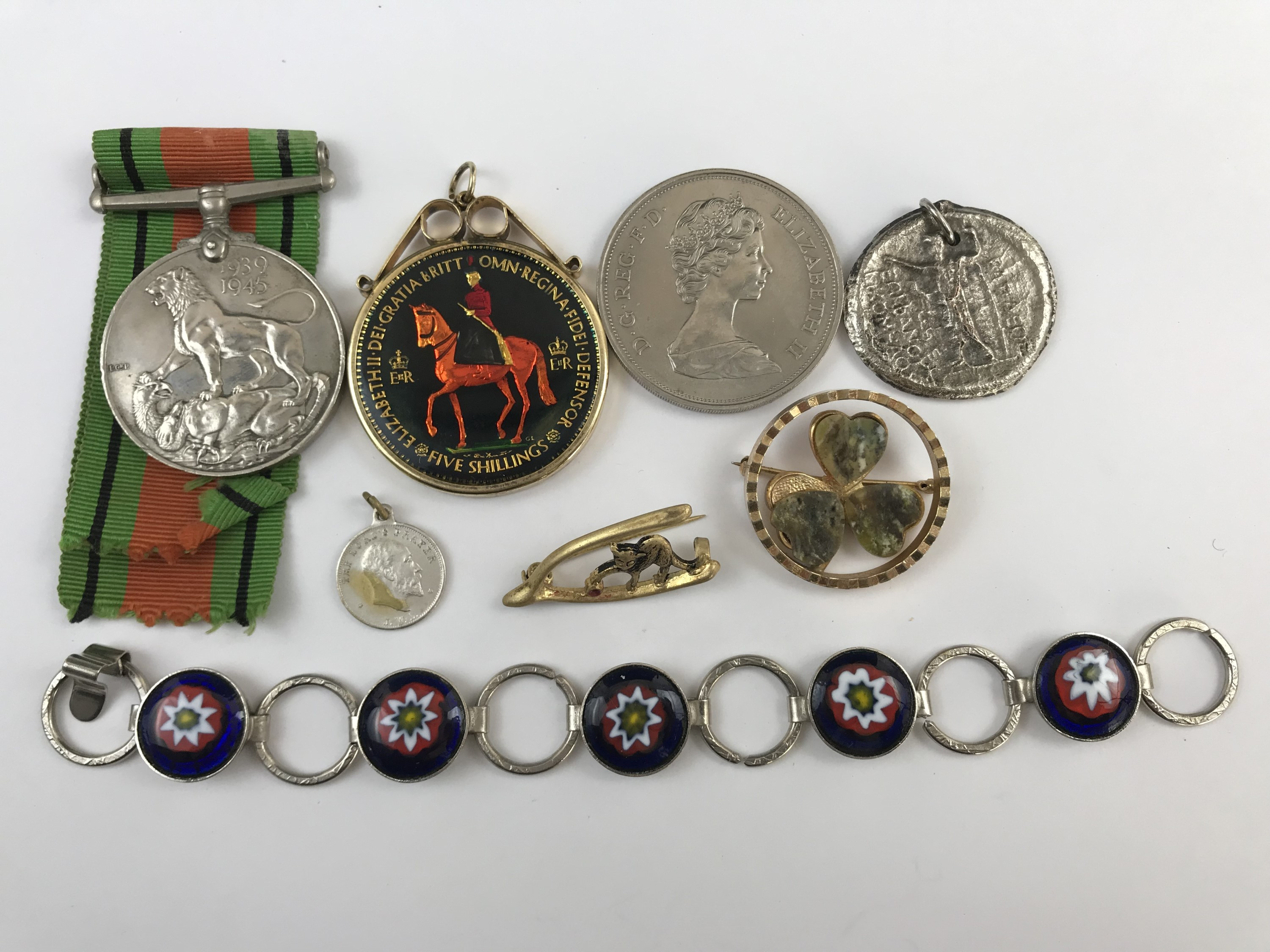 Lot 53 - Collectors' items including a Second World War Defence Medal, an Elizabeth II Silver Jubilee royal