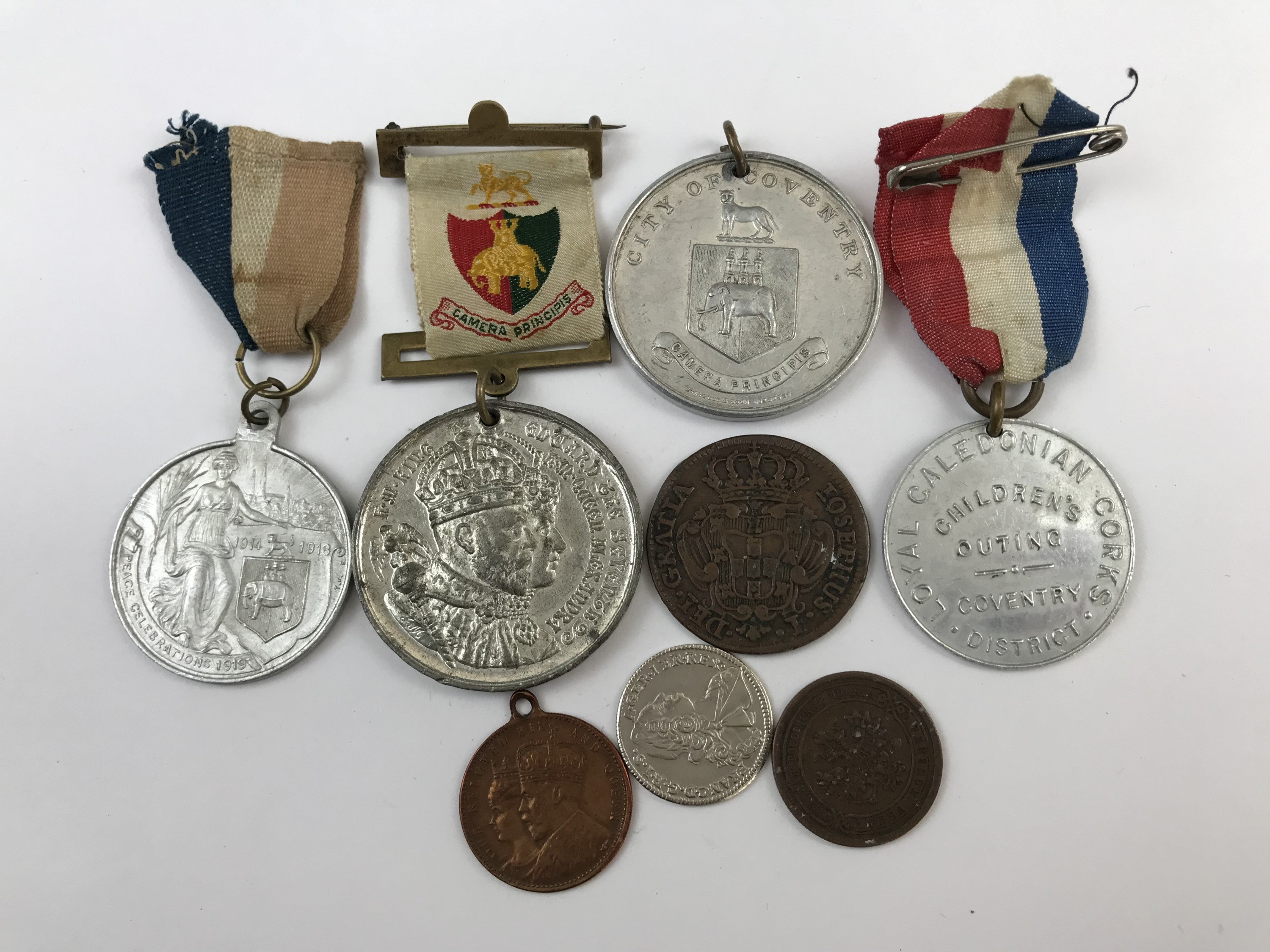 Lot 31 - Sundry commemorative medallions and coins etc