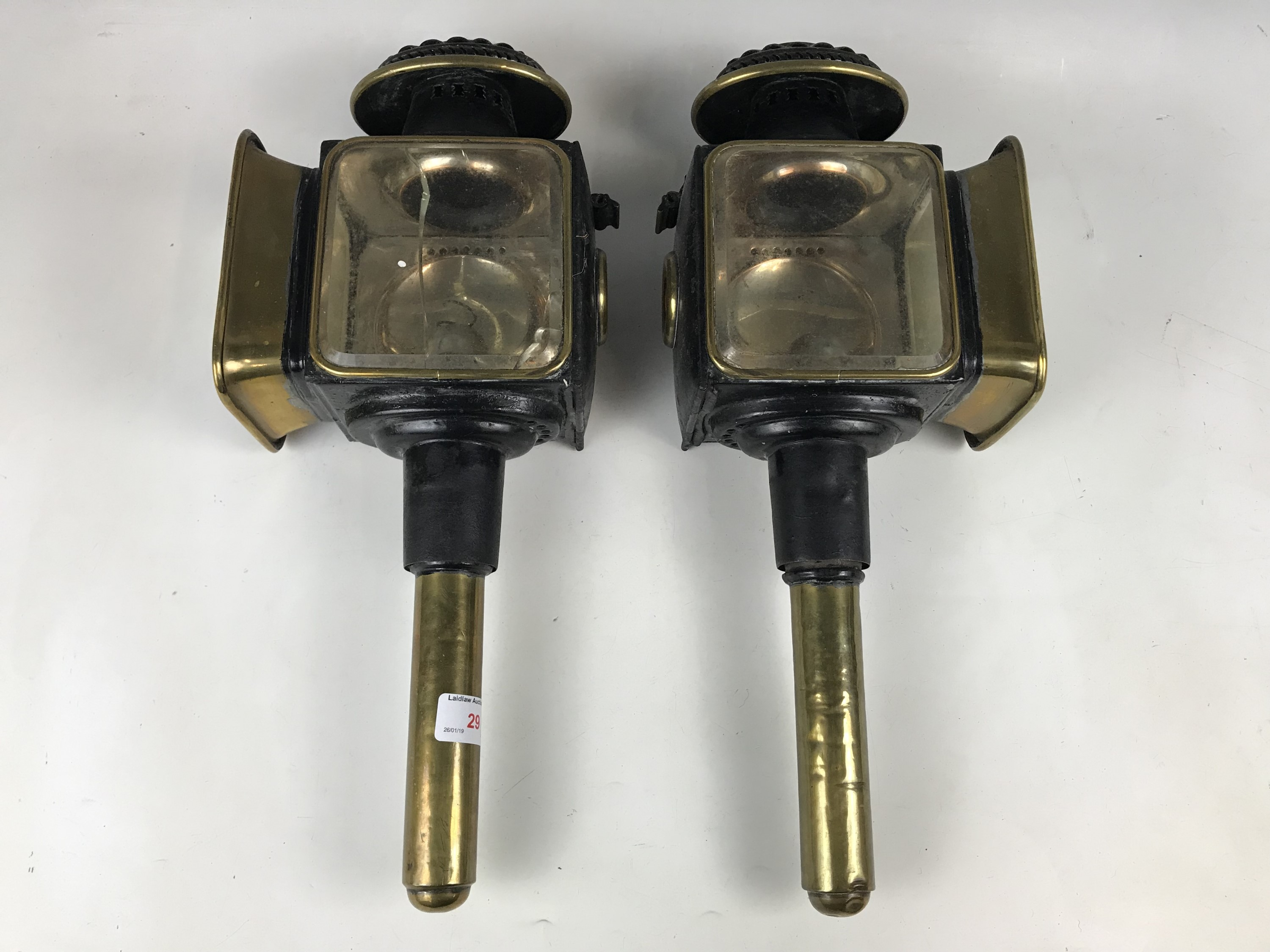 Lot 29 - A pair of Victorian carriage lamps