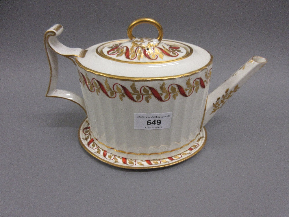 Lot 649 - Late 18th or early 19th Century Derby teapot decorated in iron red and gilt, together with a