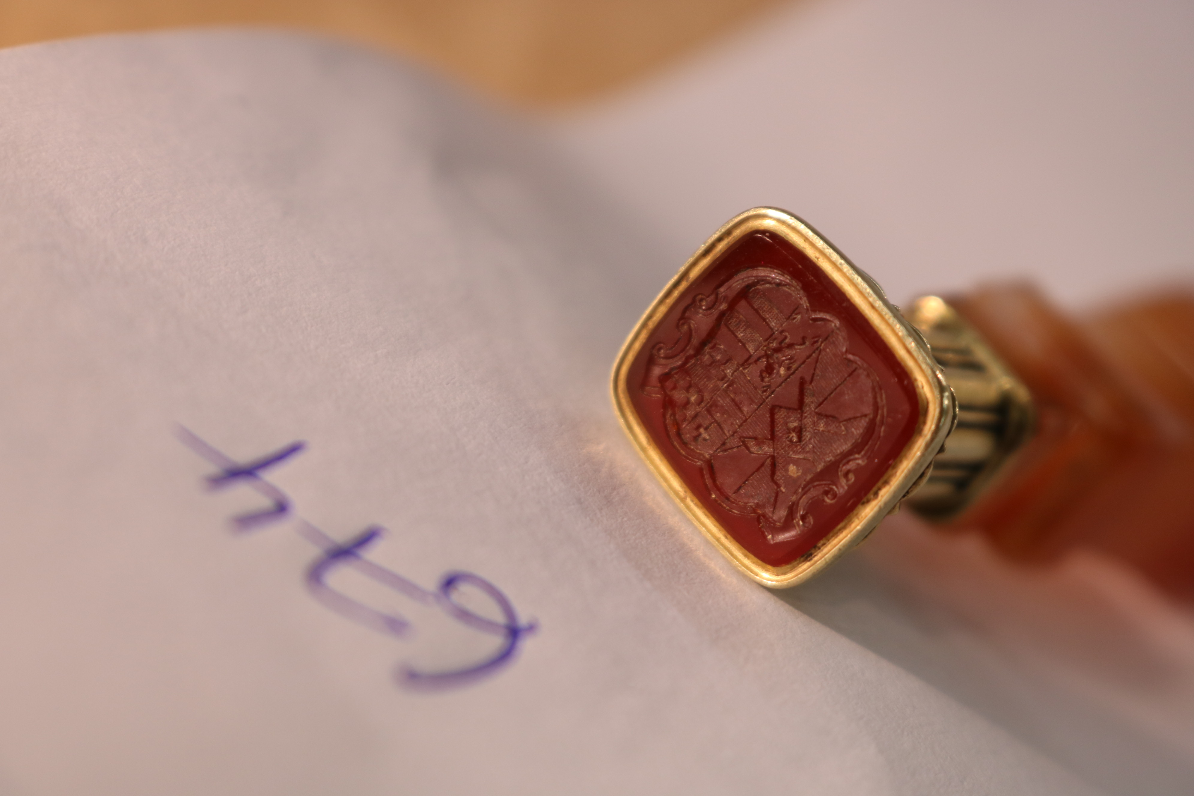 Lot 674 - A VICTORIAN GOLD-MOUNTED AGATE SEAL with an agate matrix & intaglio coat of arms, unmarked, and a