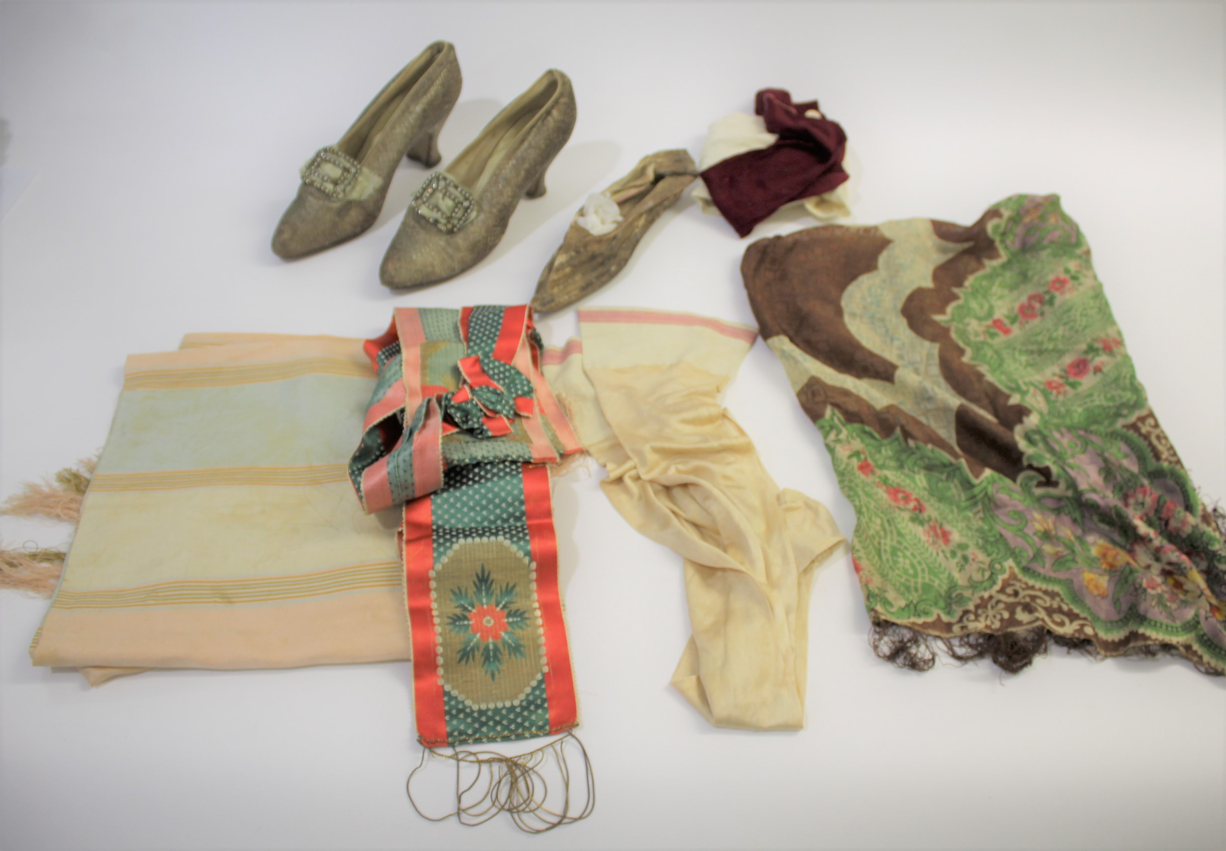 Lot 1856 - VINTAGE SHOES & CLOTHING including a 18thc silk shoe, a fine silk patterned shawl, a red and green