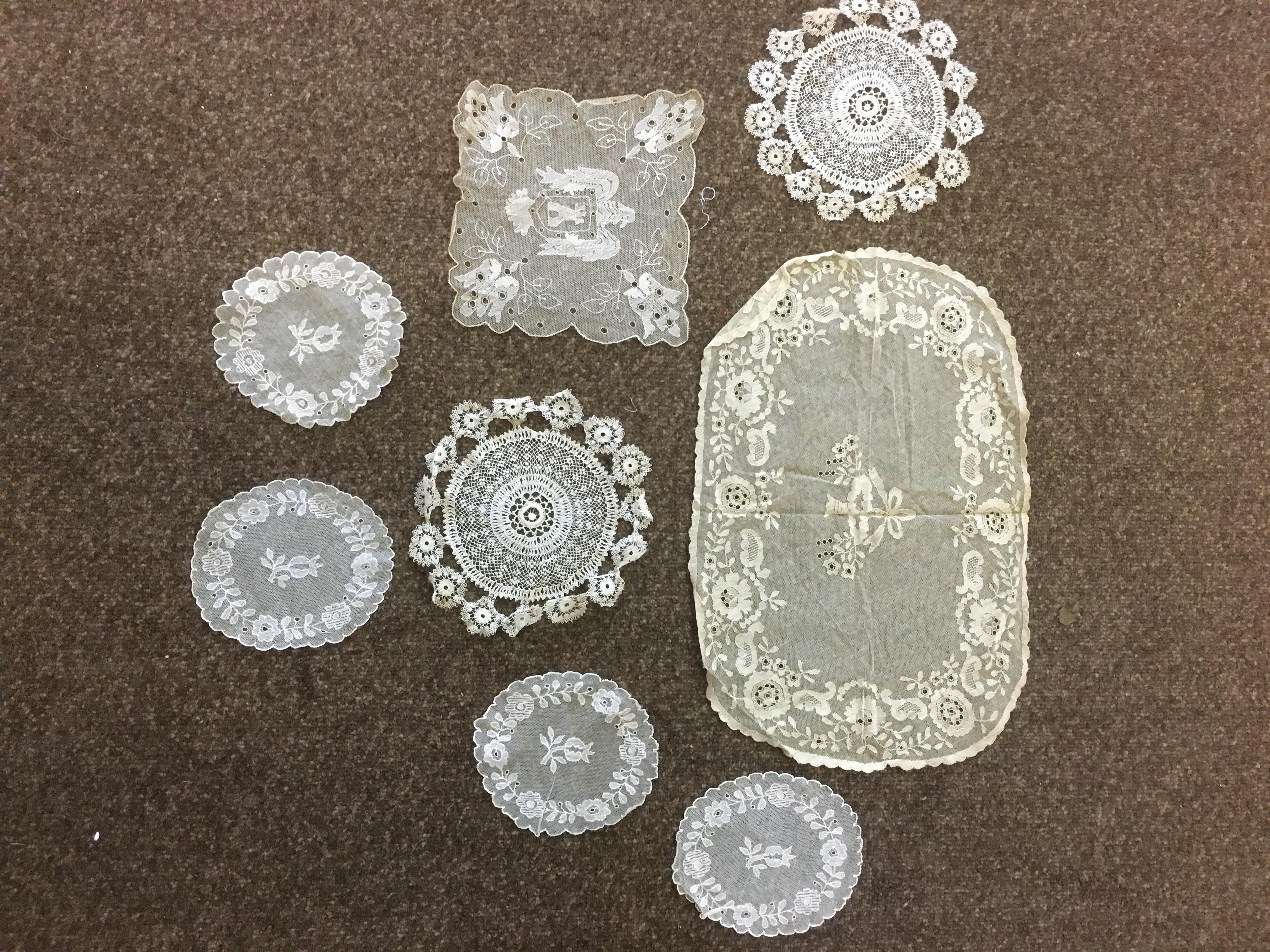 Lot 1854 - VINTAGE LACE a collection of 19thc lace, comprising collars, a fine shawl, a small applique lace