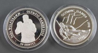 "Mongolei / Tonga 1998, 1 x 500 Tukhrik - Silbermünze ""OLympische Spiele"". Silber 925. Gewicht: 15 g."