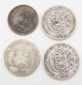 Lot Silbermünzen, bestehend aus: Peru 1895, 1903 1/5 Sol, Venezuela 1876 2 Centavos. Dazu Estland