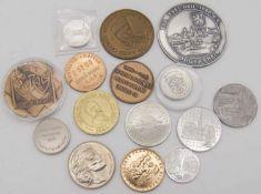 Lot Medaillen, überwiegend Städte, dabei auch eine Silber. Lot medals, mostly cities, as well as a