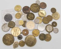 Lot Münzen und Medaillen aus Sport, Adel etc. Lot of coins and medals from sports, nobility, etc.