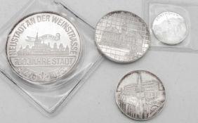 Lot Silber - Medaillen. Gewicht: ca. 50 g. Lot of silver medals. Weight: approx. 50 g. Please