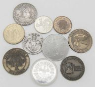 Lot Medaillen, dabei auch Silber. Lot of medals, including silver. Please visit.