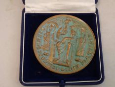 1 Messing Medaille mit christlichem Motiv.1 brass medal with Christian motif.- - -20.00 % buyer's
