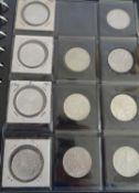 1 Münzalbum bestückt mit Münzen der BRD, dabei 25 x 5 DM, sowie 49 x 10 DM, somit DM 615;
