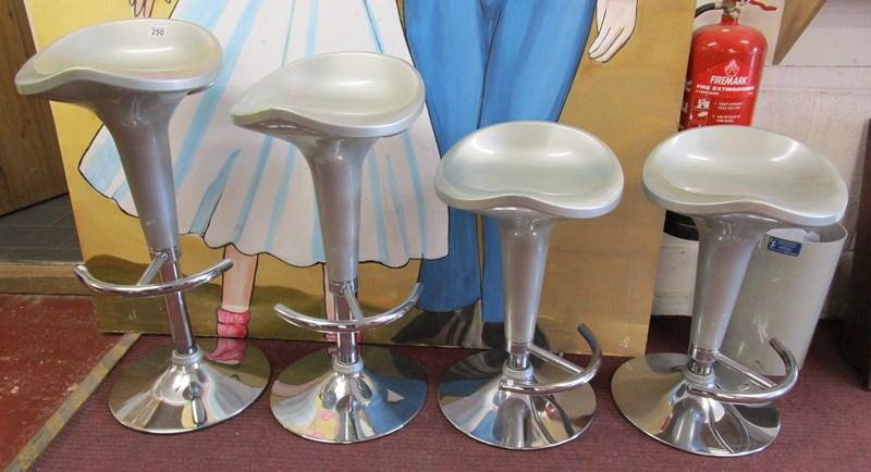 Lot 250 - 4 adjustable stools